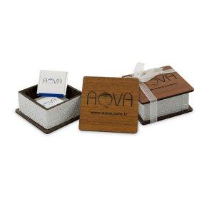 Mini Ahşap Kutuda 4-lü Logolu Çikolata