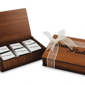 Ahşap Kutuda 12-li Logolu Çikolata