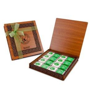 Derili Aynalı Ahşap Kutuda 32li Logolu Çikolata